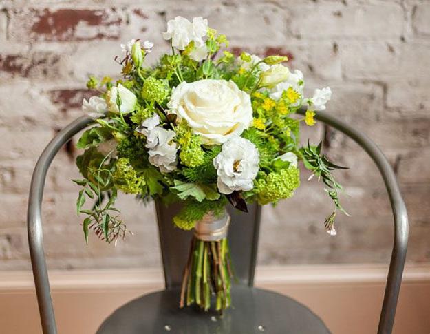 tendência-buquê-noiva-2015-horizontal-geométrico-assimétrico-irregular-via-green-wedding-shoes-10
